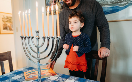 https://pjlibrary.org/beyond-books/pjblog/october-2018/hanukkah-books-for-interfaith-families