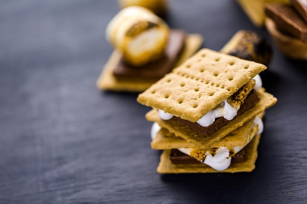 Everyone Knows The Recipe For A Classic Smore Graham Crackers Marshmallow And Chocolate You Can Roast Your Marshmallows Over Campfire Toast Them On